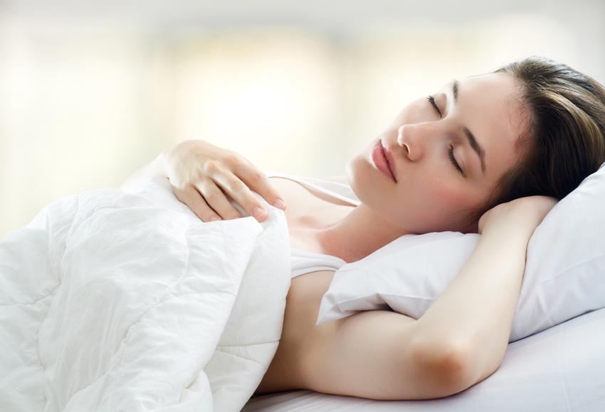 Nằm nghỉ ngơi, không nên đứng dậy vội khi bị hạ huyết áp